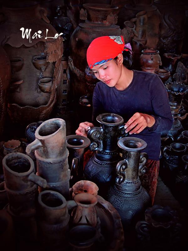 Champa lady at Bau Truc pottery village in Phan Rang, Vietnam